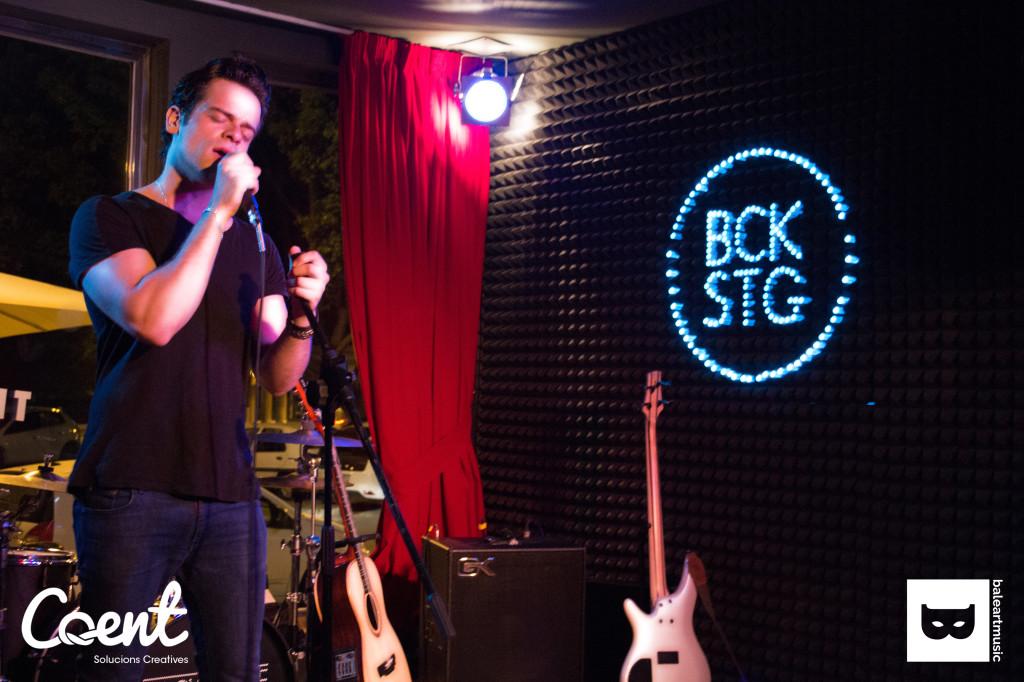 Presentación pública de Ricky Merino en Backstage! Nuestro Danny Zuko junto a Cop de Gas!